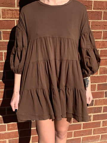 LISTICLE ROUND NECK BABYDOLL TIERED TUNIC W/ BUTTON DETAIL SLEEVES