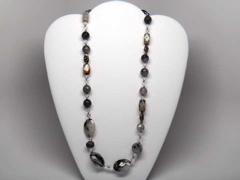Necklace with hard stones, crystals and metal decors