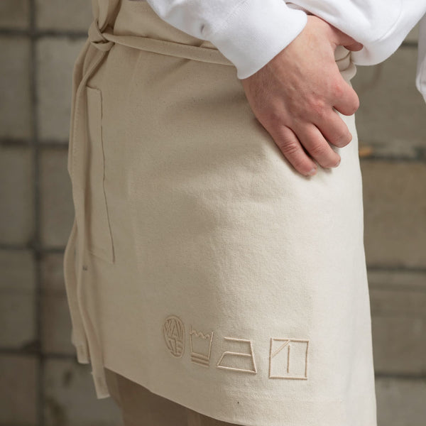 ICONIC SHORT APRON