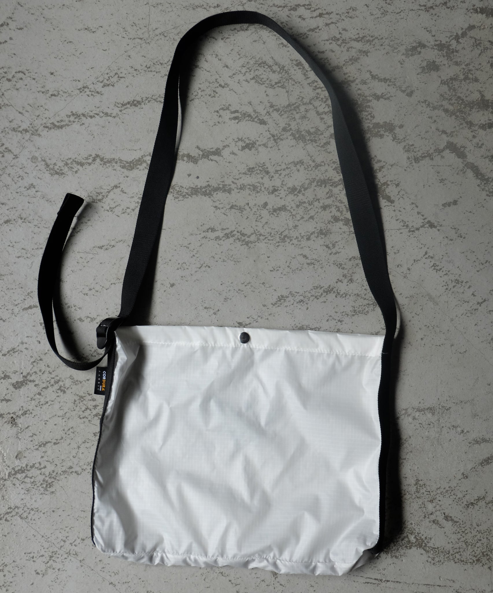 WEEKEND SHOULDER BAG [WHITE]