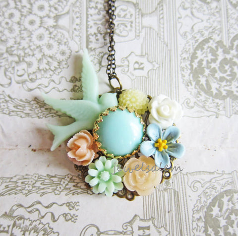 bridal necklace with flowers in pastel sheen