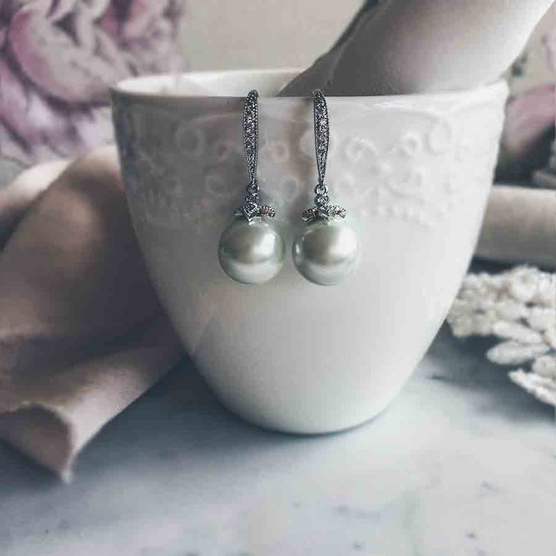 Ashley - Classic Pearl Earrings