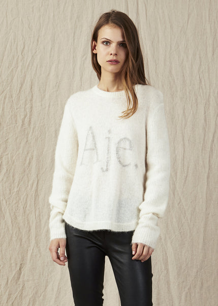 The Aje Lennie Jumper is a lightweight knitwear piece made from Alpaca wool which features the brand logo on the front. A must have Aje essential.