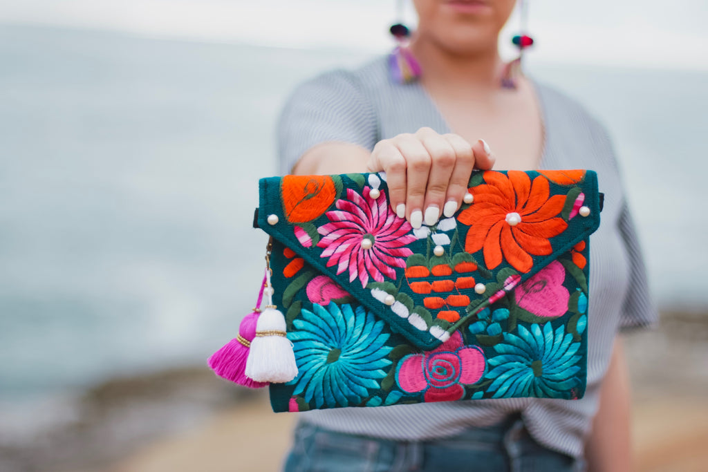 Embroidered Clutch-001