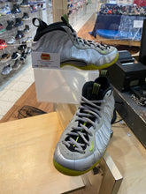 Load image into Gallery viewer, Silver Volt Camo Foams Size 9.5