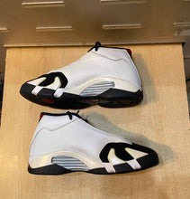 Load image into Gallery viewer, Black Toe 14s Size 6.5Y