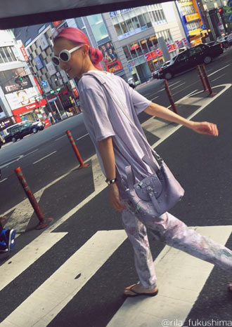 Rila Fukushima wearing Thela Mini Bag Grey Shoko for meli melo