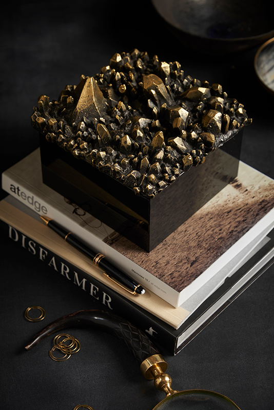 ARETE COLLECTION FACETTE CLUSTER BOX IN BRONZE AND ONYX