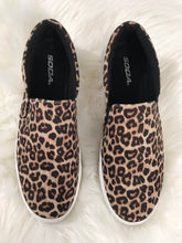 Load image into Gallery viewer, Leopard Slip-On Sneakers
