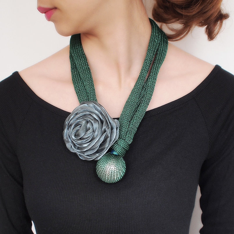 Big Pearl Flower Pendant Thick Rope Necklace