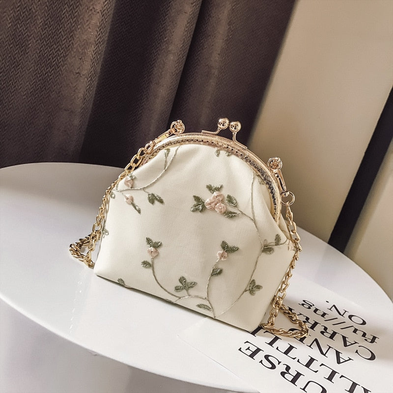 Beautifully Embroidered Retro Metal Side Carved Handbag