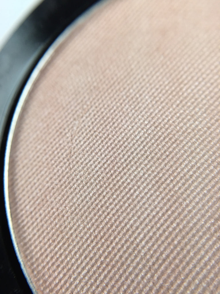 Highlighter Powder #3 Soft Barely-There Shimmer For a PERFECT Glow in COMPACT