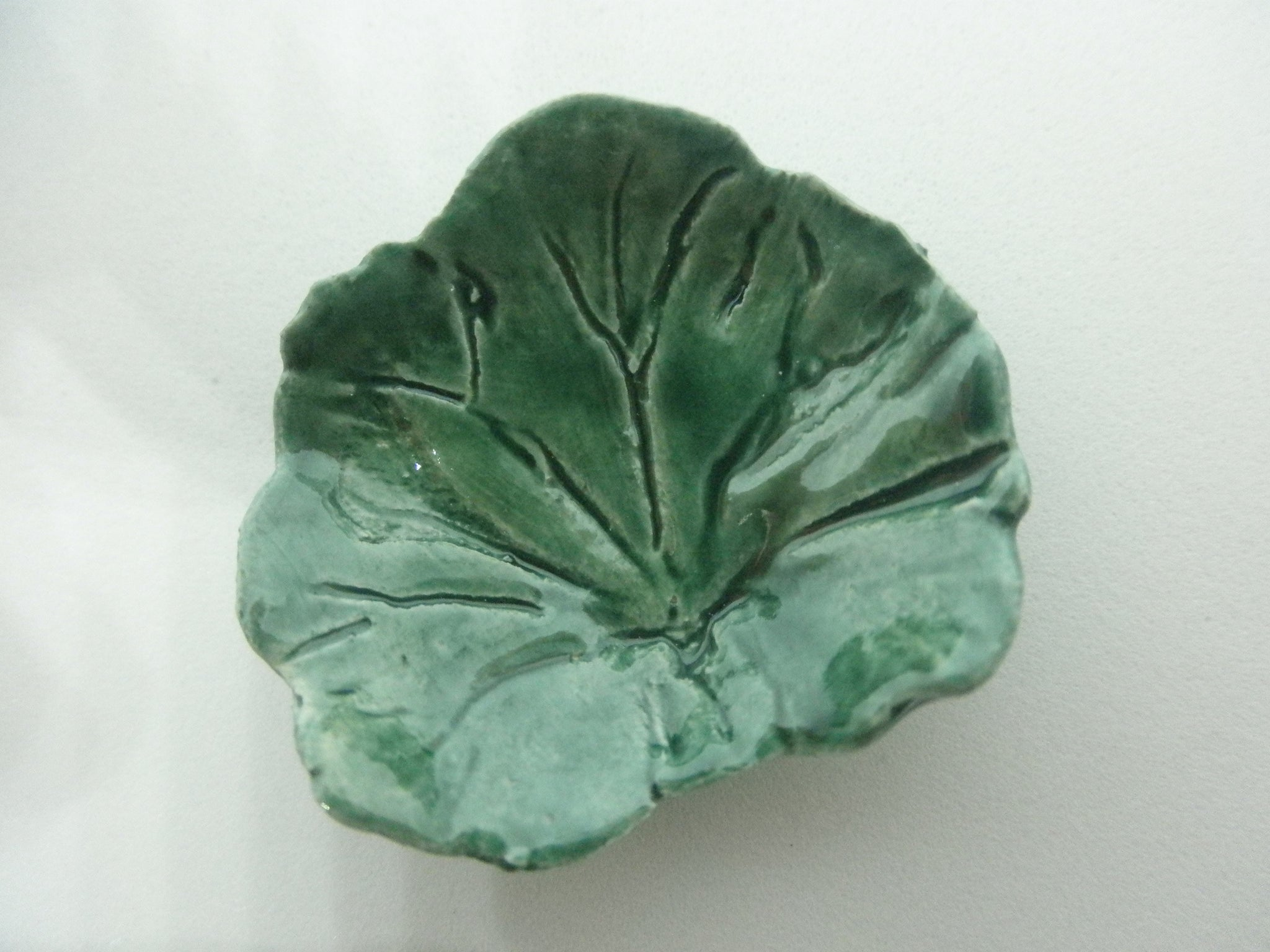 Miniature ceramic coffee table leaf - green b