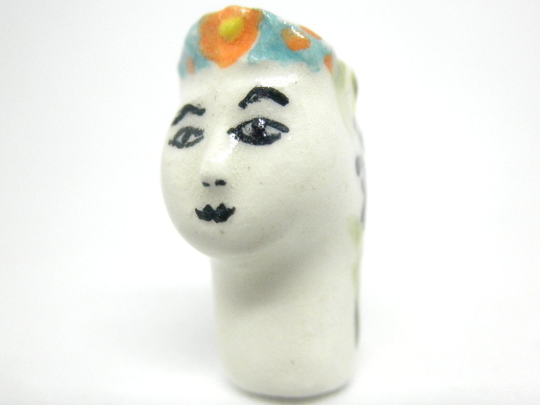 Miniature ceramic coffee table leaf - green  d