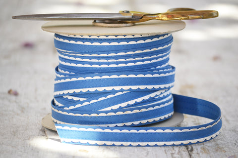 blue and white scalloped ribbon