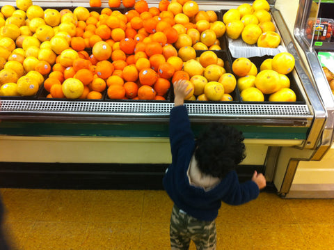 RaRaRo. Orange picking at the store.