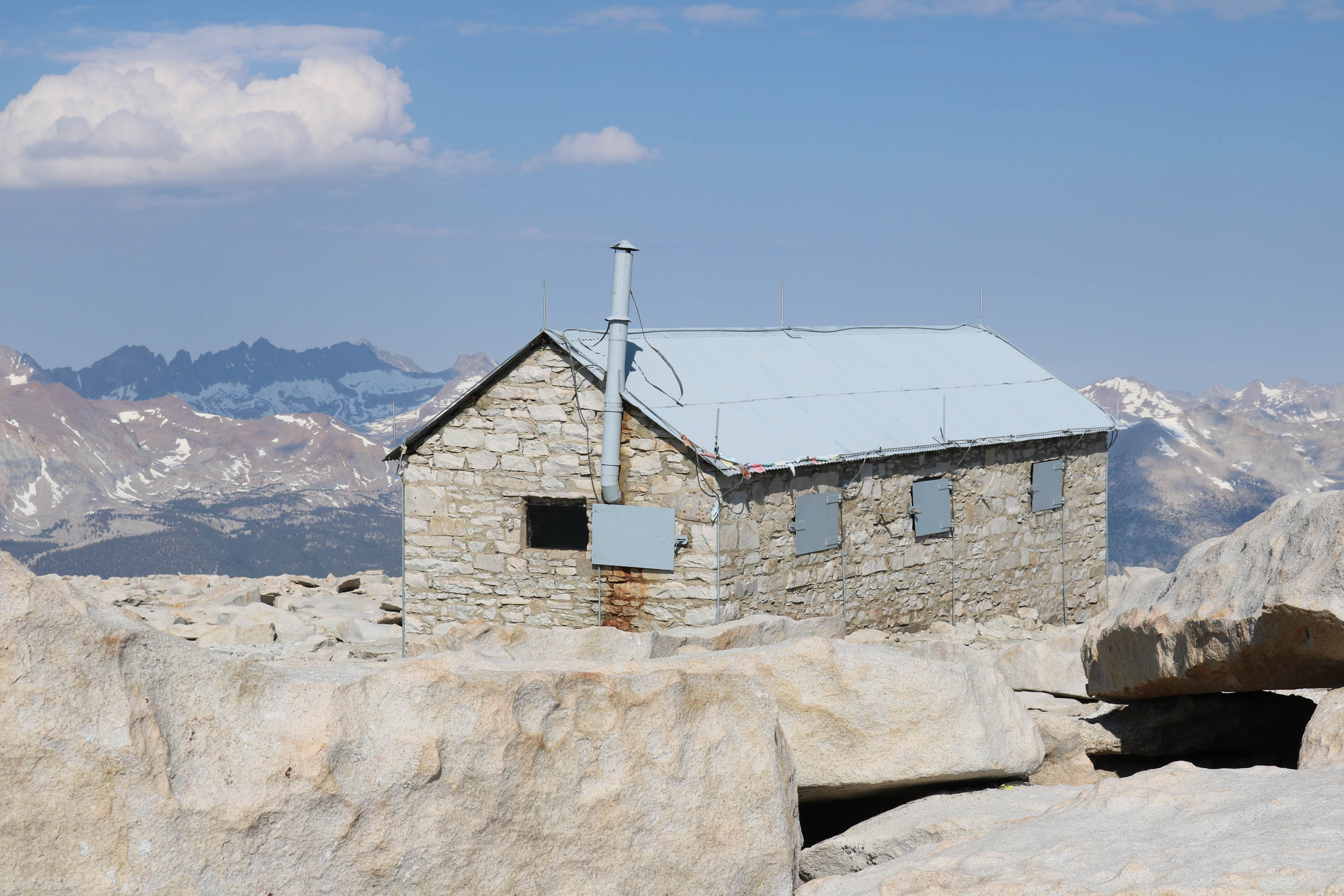 mt whitney summit shelter