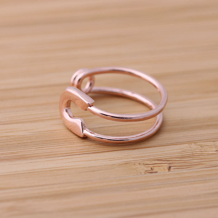 safety pin ring, adjustable in pinkgold - girlsluv.it  - 1