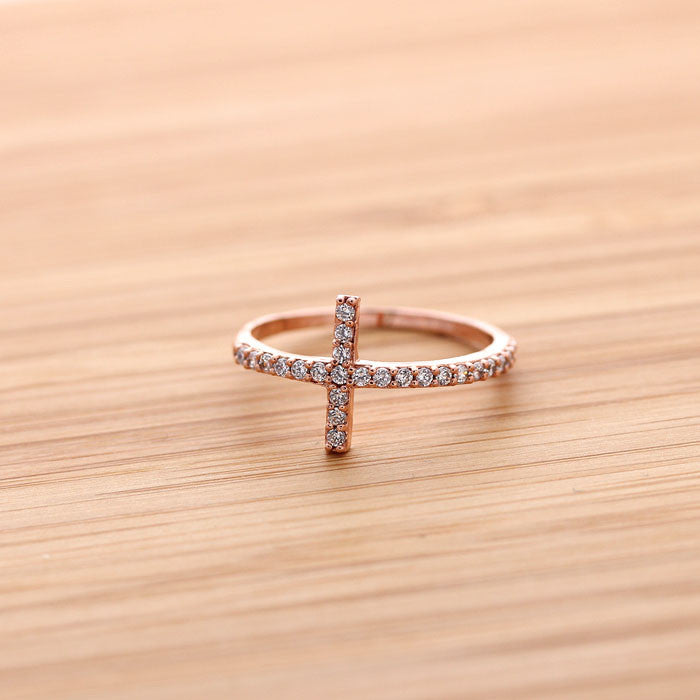 SIDEWAYS CROSS ring, with crystals in pinkgold - girlsluv.it