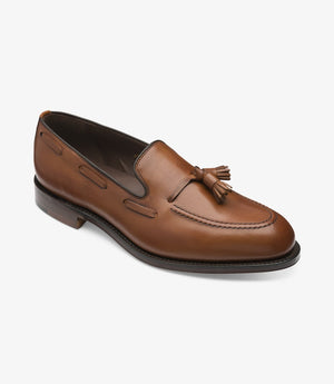 LOAKE - Russell Tasselled Loafers Calf Shoe - Mahogany - Angle View