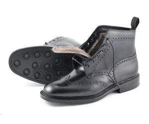LOAKE Wolf - Premium Boot - Black - Side View/ Sole