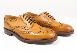 LOAKE Chester Brogue shoe Dainite - Tan - Angle View