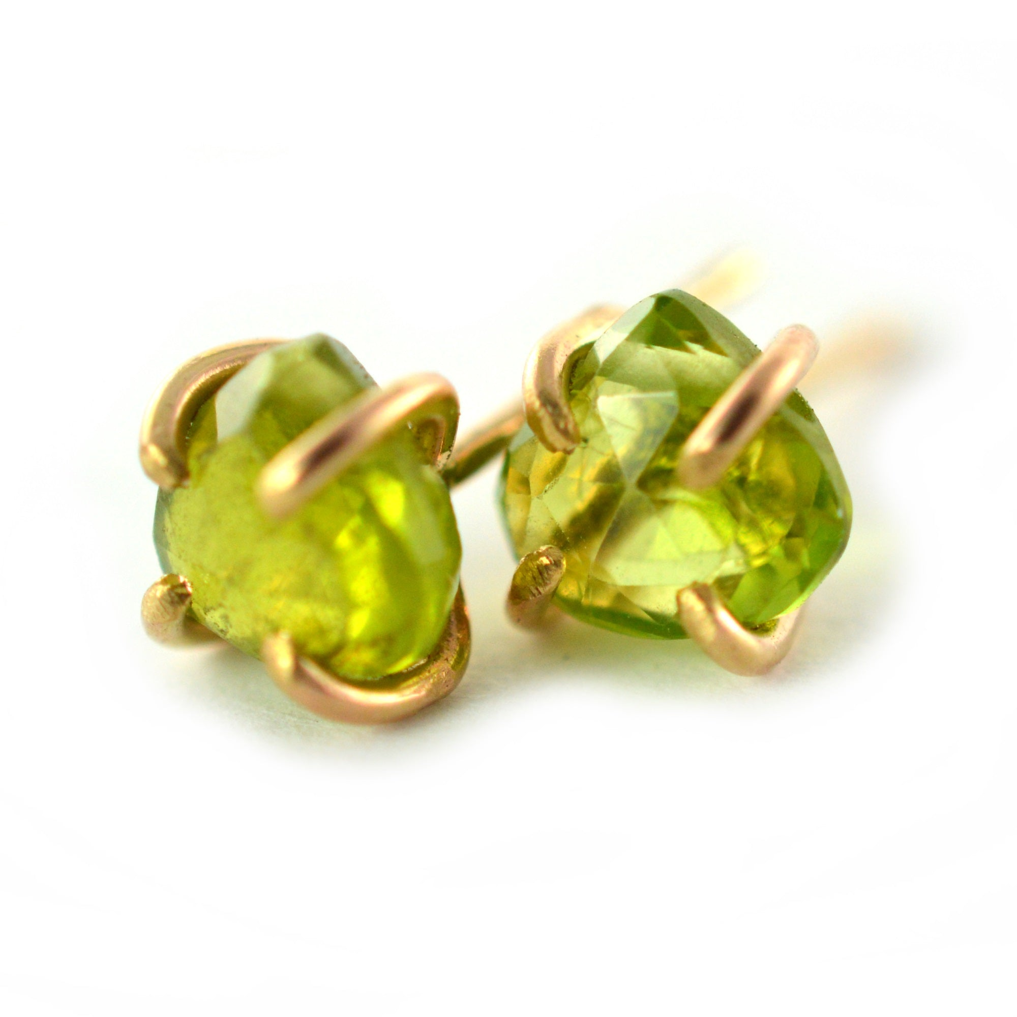 oval yellow stud pe gold earrings peridot
