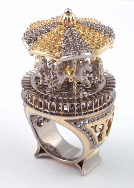 Golden Carousel rings in white and yellow gold with horses