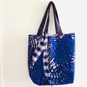 Country Garden ll - Maxi Reversible Tote with Matching Tie