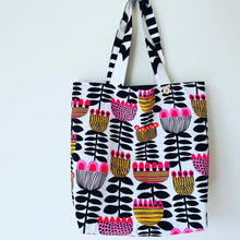 Load image into Gallery viewer, Maxi Reversible Tote - Retro Floral