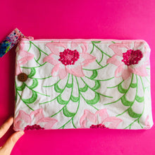 Load image into Gallery viewer, Embroidery Floral - Clutch