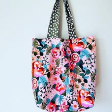 Load image into Gallery viewer, Maxi Reversible Tote - Peach Floral