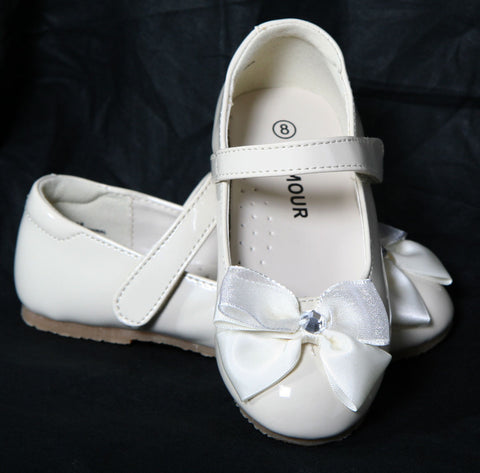 L'amour Patent Cream Shoes with Bow sz 8 & 2 only