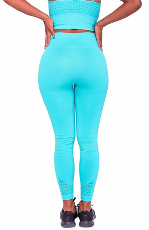 I look so good wearing Performance Seamless Booty Leggings in Cyan | ThiqActive