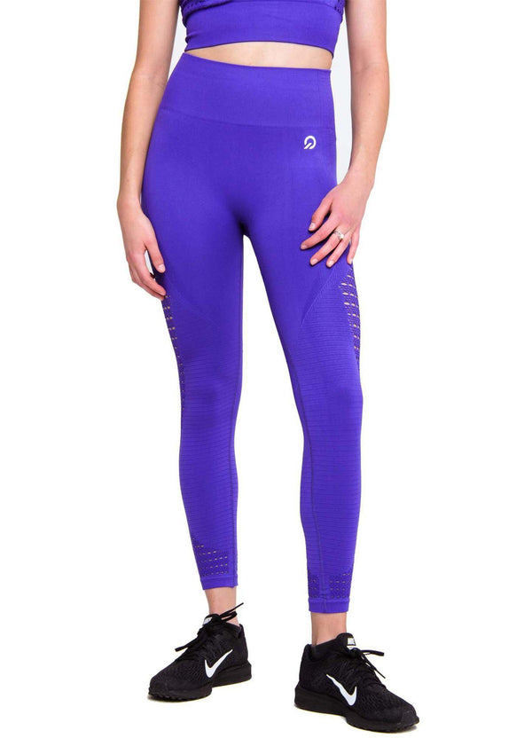 True to size wearing Performance Seamless Booty Leggings in Purple | ThiqActive
