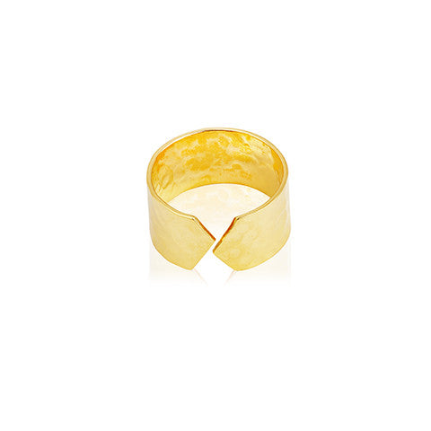 hammered surface gold woman's ring, graphics cut on the ring, Danish design, VERA VEGA jewellery
