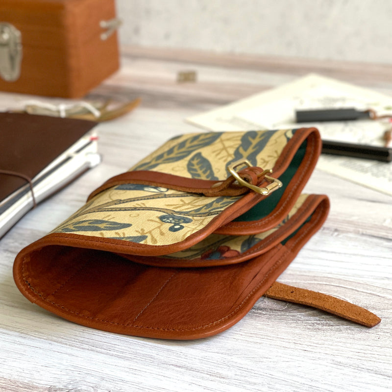 "William Morris ""Roll"" Pen Case // Fruit"