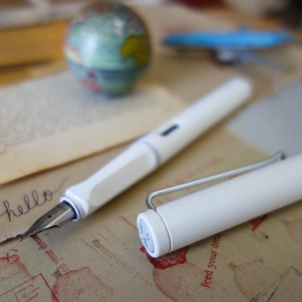 Safari Fountain Pen / White