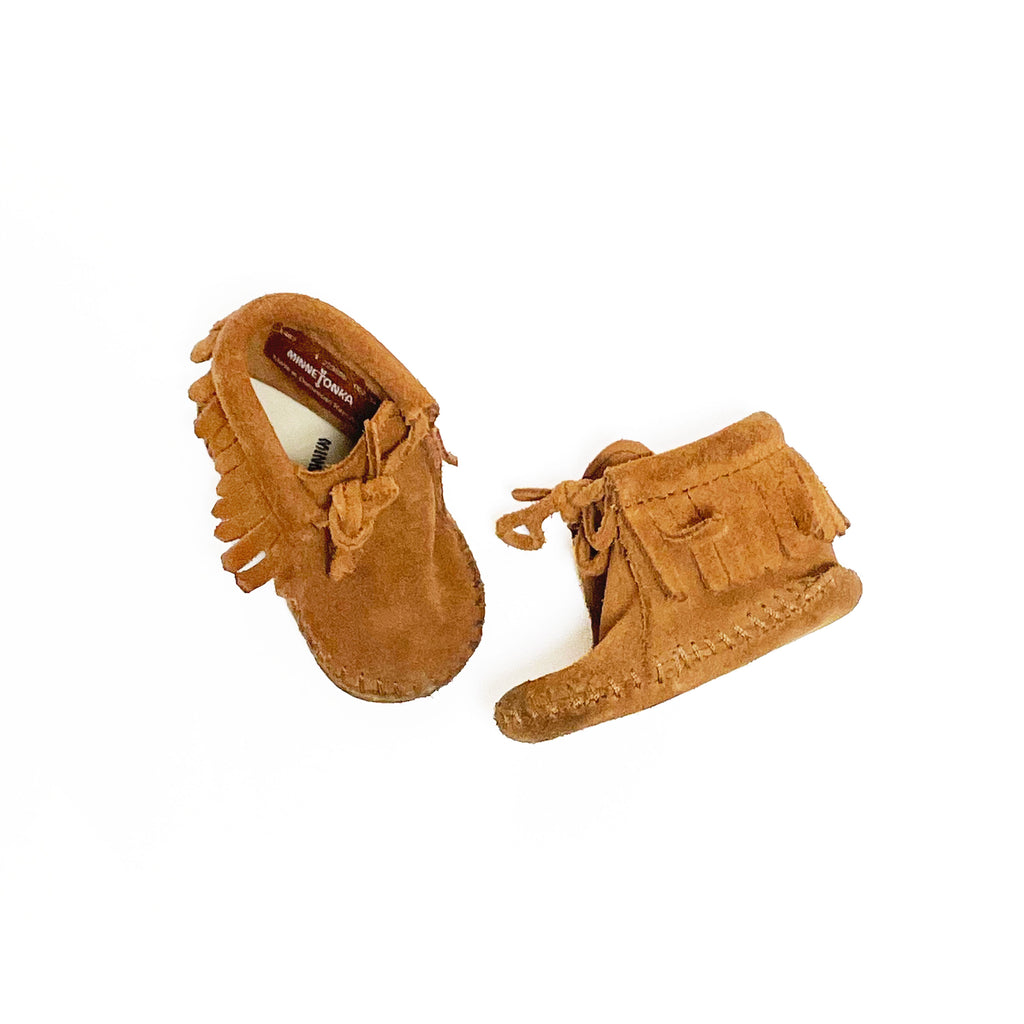 INFANT MINNETONKA SUEDE MOCCASINS