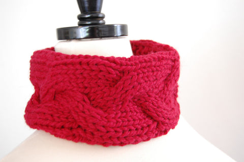 Picture of Easy Cabled Cowl -- Instant Download