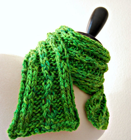 Picture of Green Gauntlet Scarf -- Instant Download