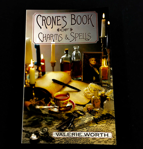 Crone's Book of Charms & Spells Valerie Worth