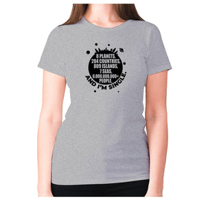 8 planets, 204 countries, 809 islands, 7 seas, 6.000.000.000+ people, AND I'M SINGLE - women's premium t-shirt - Grey / S - Graphic Gear