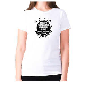 8 planets, 204 countries, 809 islands, 7 seas, 6.000.000.000+ people, AND I'M SINGLE - women's premium t-shirt - White / S - Graphic Gear