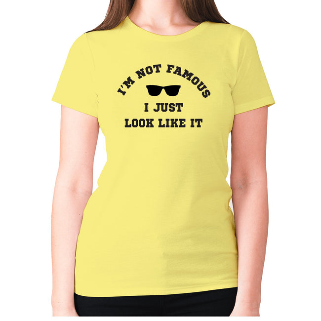 I'm not famous, I just look like it - women's premium t-shirt - Graphic Gear