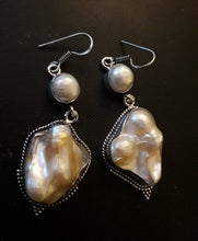 Load image into Gallery viewer, Biwa Pearl Earrings