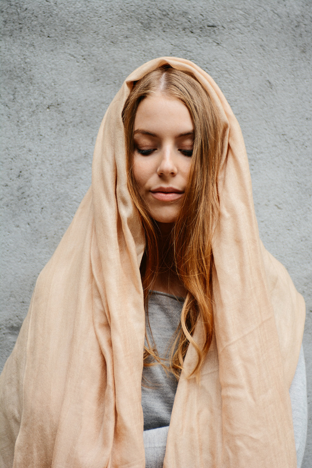 Golden camel scarf in lightweight cashmere and silk blend
