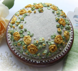 Roses and pearls kit - yellow