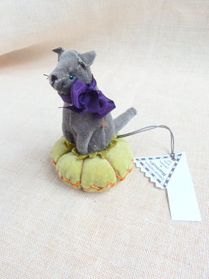 Dark Gray Cat Pin Cushion