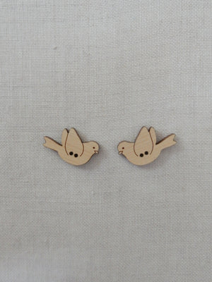 Flying bird button pair - large natural